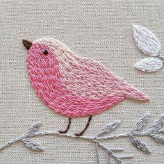 Apaixonada pelo meu passarinho!! #bird #details #passarinho #babyroom #pink #rosa #Creative #instaartist #crudistore #craft #handmade #embroidery #crossstitch #sew #art #cute #pretty #designs #artwork #funny #bordado #feitoamao #handembroidery #brasil #bordadoamao #bordadolivre #artesanal