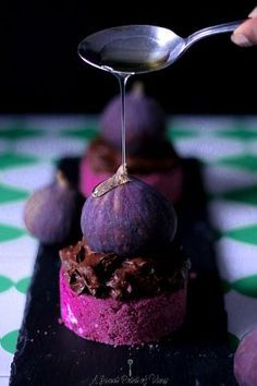 Raw & Vegan Beet Root Cake with Chocolate Mousse and Agave glazed Figs