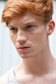 Imagen de boy, freckles, and green eyes