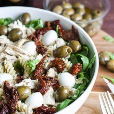 koude-pastasalade-met-kip-zongedroogde-tomaat-en-o Salad Dressing Recipes, Salad Recipes, Healthy Recipes, Healthy Food, Great Pasta Recipes, Food Buffet, Recipe Images, Orzo, Pasta Salad