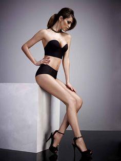 Wacoal le spécialiste du «shapewear», la lingerie gainante et sexy innove encore avec son  bustier « secret invisible» au décolleté vertigineux. Un segment de la lingerie qui mêle high-tech et glamour est  en pleine explosion.