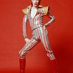 Van Ziggy Stardust tot kostuum: zo werd Bowie een stijlicoon
