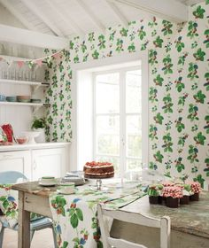 Loving this #summery feel #strawberry #wallpaper design by Sanderson.