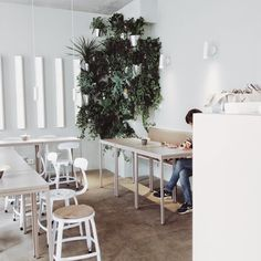 – THE KLUB KITCHEN | Berlin soft colours green plants white chairs