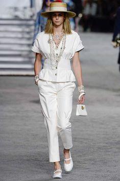 Chanel коллекция | Коллекции весна-лето 2019 | Париж | VOGUE