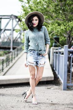 http://karissamarieblog.com/2015/04/13/styling-shorts-in-spring-time/