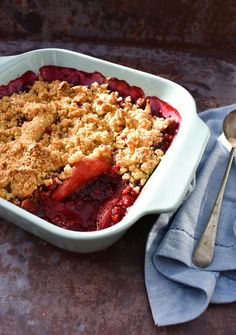 An easy dessert made with frozen blackberries and fresh pears topped with a crumble topping made with oats. A comforting winter pudding. Serve with custard or ice cream. Vegan Crumble, Blackberry Crumble, Fruit Crumble, Rhubarb Crumble, Blackberry Recipes, Pear Recipes, Fruit Recipes, Cooking Recipes, Crumble Topping