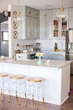 Gorgeous DIY kitchen using RTA (ready-to-assemble) cabinets! #DIY #Decor #Kitchen