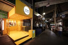 Churro Bunny adds a bright pop of yellow to this street in South Korea Kiosk Design, Cafe Design, Store Design, Food Stall Design, Food Cart Design, Mini Cafe, Food Kiosk, Container Shop, Café Bar