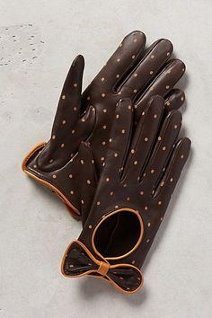 Essence of a Woman: Dotty Driving Gloves by Anthropologie Gants Vintage, Bracelet Crochet, Maxi Collar, Diy Accessoires, Vintage Gloves, Driving Gloves, Leather Gloves, Mitten Gloves, Anthropologie