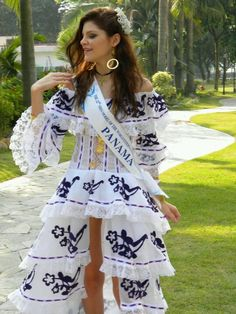 "Beautiful. Panamanian dress inspired in ""La Pollera"""
