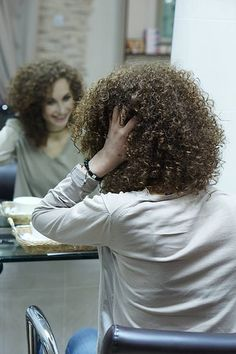 Exhilarating Hairstyles Festa Ideas super tight curls in this perm Meg Ryan Hairstyles, Teen Hairstyles, Permed Hairstyles, Curly Perm, Long Curly Hair, Curly Hair Styles, Crimped Hair, Curls Hair, Hair Perms