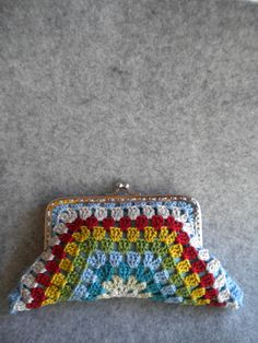 Crochet Purse - half hexagon shape crochet purse by OvelhaUrbana on Etsy https://www.etsy.com/listing/160757718/crochet-purse-half-hexagon-shape-crochet