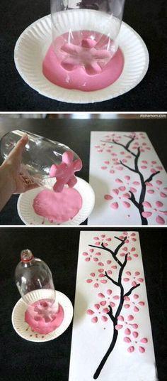 Wunderschöne DIY Deko-Idee. Aus dem Boden einer Flasche kann man einen tollen Blumen Stempel-Abdruck kreieren.