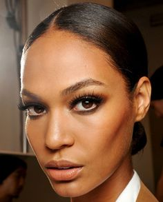 Straight makeup