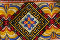 Folk Embroidery Evju-tunet: hand-embroidery detail from a bunad (traditional folk costume), Telemarken district, Norway. - Norwegian embroideries for our national costumes Folk Embroidery, Learn Embroidery, Embroidery Patterns, Print Patterns, Norwegian Vikings, Embroidery Techniques, Abstract Pattern, Costumes, Folk Costume