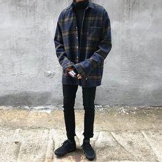 Korean Fashion Men, Urban Fashion, Mens Fashion, Retro Outfits, Boy Outfits, Fashion Outfits, Style Masculin, Look Man, Stylish Mens Outfits