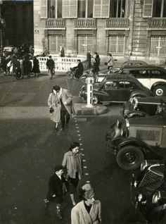 Robert DOISNEAU: The Kiss, Paris, 1950 / VINTAGE silver print/ Stamped