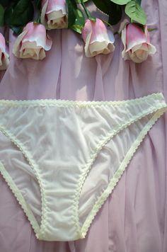 Women Panties,Thongs Size M//6 Medium Shiny Swinging Blue Metallic Myanmar