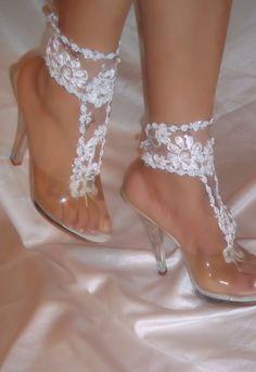 Pies descalzos sandalias de boda encaje blanco por DesignsByLoure
