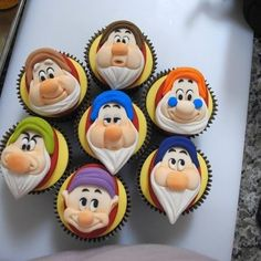Cute 7 dwarfs cupcakes for Disney Snow white party Disney Cupcakes, Yummy Cupcakes, Cupcake Cookies, Cupcake Toppers, Disney Cake Pops, Sweet Cupcakes, Disney Princess Kuchen, Disney Princess Birthday Cakes, Princess Cakes