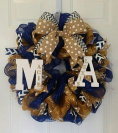 Dorm room wreath collegiate wreath change design but keep lettees with names