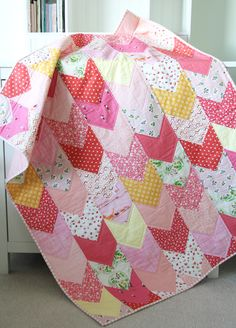 One Way Quilt Pattern, Cluck Cluck Sew Quilting Tutorials, Quilting Projects, Quilting Designs, Sewing Projects, Quilting Ideas, Sewing Tips, Sewing Ideas, Scrappy Quilts, Easy Quilts