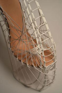 CJWHO ™ (Marla Marchant | 3D printed woven high heels ...) Shoe Station, Fashion Shoes, Fashion Accessories, 3d Mode, Creative Shoes, Crazy Shoes, Weird Shoes, Conceptual Design, Shoe Art