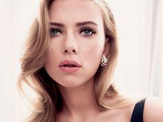 Con todo y su belleza y talento, a Scarlett Johansson también la han dejado en visto en el Whatsapp del corazón: estuvo inmersa en una relación con un hombre que no estaba emocionalmente disponible para ella.