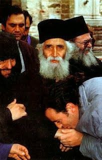 Along to Saint Apostles Peter and Paul, today we celebrate Saint Elder Paisios the Athonite. May their prayers be with us sinners, so that God has mercy upon us! Orthodox Priest, Orthodox Christianity, Christian Music, Christian Faith, Folk Religion, Saint Barbara, Prayer Book, Orthodox Icons, Faith In God