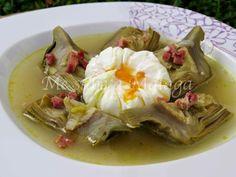 Esta deliciosa sopa es típica de los pueblos de la Serranía de Ronda. Aunque la receta tradicional no lleva jamón serrano, a mi me gust...