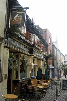 ~The Carpenter's Arms at Windsor, the quaint little village at the base of Windsor Castle. Nice place for a stroll....and a cup of tea and scones!