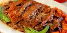 We came now to one of my favorite Turkish food. Personally, I love İskender Kebab so much. The Top Turksish Food: Turkish Kebab, Meat Recipes, Healthy Recipes, Crockpot, Tasty, Yummy Food, Home Food, Middle Eastern Recipes, Iftar