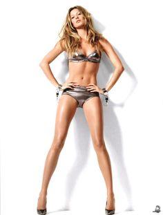Gisele Bündchen (from Gisele Bündchen- The new face of Chanel) Gisele Bundchen, Skinny Girl Diet, Skinny Girls, Faire Un Book Photo, Mode Du Bikini, Pernas Sexy, Perfect Legs, Perfect 10, Supermodels