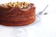 La torta alla nutella è un dolce molto goloso e apprezzato soprattutto dai bambini, soffice e morbido, che si può preparare velocemente.