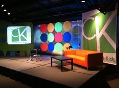 LIke the circles - children's ministry design ideas Kids Church Stage, Kids Church Decor, Youth Decor, Kids Church Rooms, Church Stage Design, Church Ideas, Children Church, Church Decorations, Kids Decor
