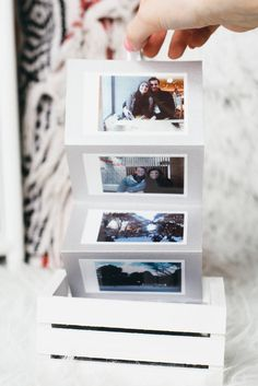DIY Memory Box - The perfect Polaroid DIY Valentine& Day gift this year. Display all your memories with a DIY photo box – the perfect DIY Valentine& Day gift for your loved one! Valentines Bricolage, Valentines Diy, Gifts For Teens, Diy For Teens, Kids Diy, Kids Gifts, Cool Diy, Cadeau Parents, Saint Valentin Diy