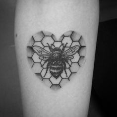 What does honeycomb tattoo mean? We have honeycomb tattoo ideas, designs, symbolism and we explain the meaning behind the tattoo. Pin Up Tattoos, Dream Tattoos, Cover Up Tattoos, Mini Tattoos, Future Tattoos, Leg Tattoos, Body Art Tattoos, Tatoos, Honey Bee Tattoo