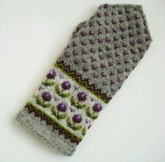 Knitting Patterns Mittens Latvian Mitten but in particular I love the combo of patterns and colors Knitted Mittens Pattern, Fair Isle Knitting Patterns, Crochet Mittens, Knitting Charts, Knitted Gloves, Knitting Socks, Hand Knitting, Knit Crochet, Wrist Warmers