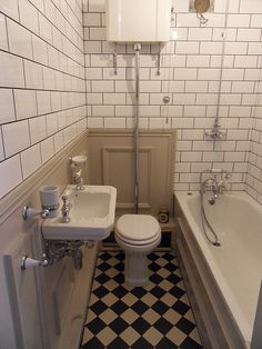 A lovely old fashioned bathroom
