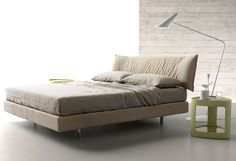 Parentesi bed by Caccaro. An exercise in relaxing design.