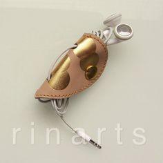 Leather earbud / earphone / headphone cable door RinartsAtelier