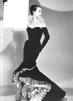 """Mary Jane Russell in Balenciaga's """"flamenco dress"""" of black velvet with a kick of hot pink ruffles, photo by Louise Dahl-Wolfe as seen in Harper's Bazaar Sept. 1951 Vintage Mode, Vintage Gowns, Vintage Clothing, Vintage Outfits, Foto Fashion, 1950s Fashion, Fashion History, Vintage Fashion, Glamour Vintage"""
