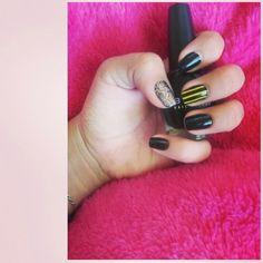 #BlackandYellow nails