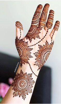 new mehndi designe latest henna designe Henna Hand Designs, Mehndi Designs Finger, Pretty Henna Designs, Latest Arabic Mehndi Designs, Mehndi Designs For Girls, Mehndi Designs For Beginners, Stylish Mehndi Designs, Wedding Mehndi Designs, Mehndi Design Pictures