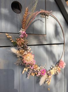 Crown of dried flowers Dried Flower Wreaths, Dried Flowers, Paper Flowers, Flower Crown, Flower Art, Copper And Pink, Fleurs Diy, Dried Flower Arrangements, Autumn Decorating