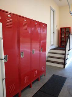 garage lockers Armoire Garage, Garage Lockers, Garage Stairs, Metal Lockers, Vintage Lockers, Garage Workbench, Garage Tools, Garage Organization, Garage Storage