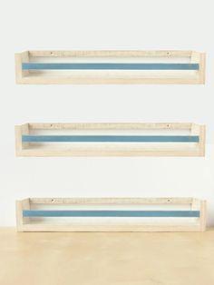 Set de tres estanterías vintage de madera maciza en estilo de Montessori, Waldorf. Ideal para presentar los libros y favoritos objetos de los niños.