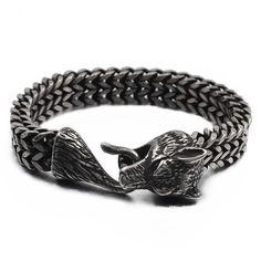 Bracelet de haute qualité représentant Fenrir.  Dans la mythologie nordique « loup de Fenrir »  est un loup gigantesque, fils du dieu Loki et de la géante Angrboda. Bracelet Viking, Viking Jewelry, Bracelet Clasps, Viking Metal, Thors Hammer, Talisman, Chains For Men, Black Stainless Steel, Tatoo