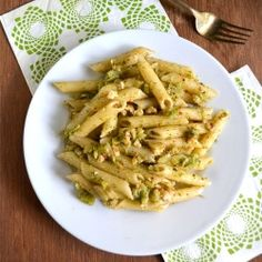 Broccoli Pesto Pasta: Healthy pasta with broccoli and wheat penne along with walnut and lemon.